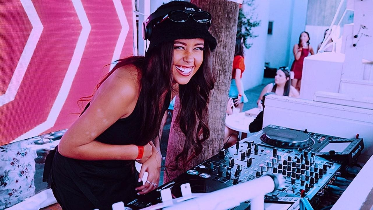 DJ Latifa Tee Woolpack Hotel